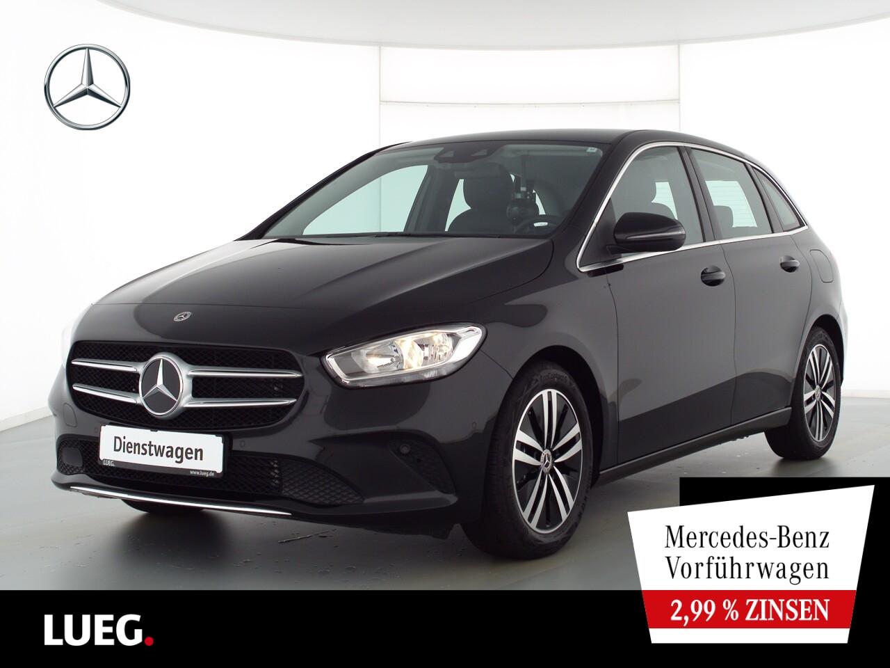 Mercedes-Benz B 180 Kamera+PDC, Jahr 2021, Benzin