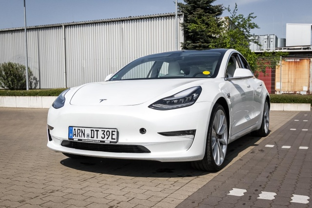 Tesla Model 3 Dual-AWD Performance Long Range AutoPilot3, Jahr 2019, Elektro