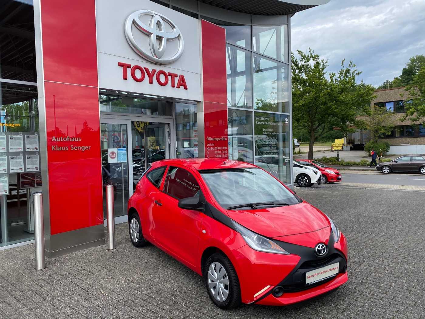 Toyota Aygo x, Jahr 2015, Benzin
