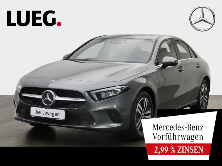 Mercedes-Benz A 180 Lim STYLE+17''+PANO+AHK+TOTW+KAM+MBUX-HIG, Jahr 2021, Benzin