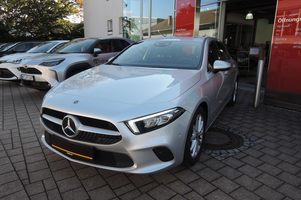 Mercedes-Benz A 220 7G-DCT Progressive, Jahr 2019, Benzin