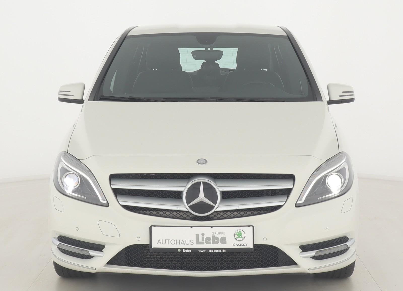 Mercedes-Benz B 200 UNTERBODENSCAN|BI-XENON|NAVI|PDC|SHZ|UVM, Jahr 2013, Benzin