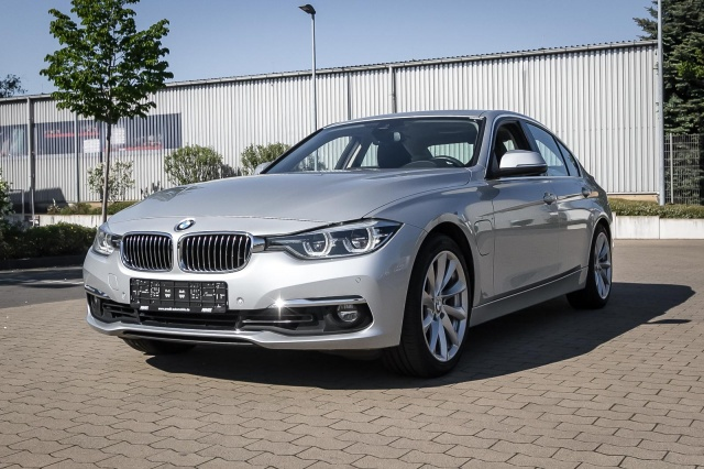 BMW 330e iPerformance Luxury Line LED GlasSD HUD Kam, Jahr 2016, Hybrid