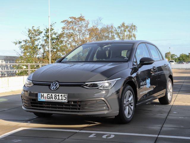 Volkswagen Golf VIII Life 1.5 TSI Sitzheizung Park Pilot Keyless Start LED Scheinwerfer, Jahr 2020, Benzin