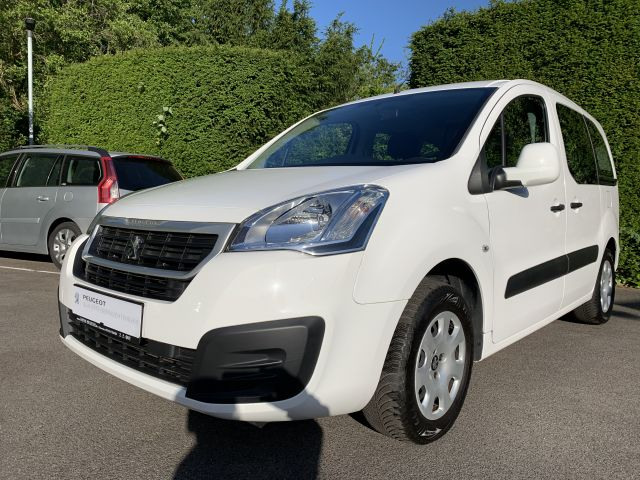 Peugeot Partner Tepee 98 VTi Active, Jahr 2016, Benzin