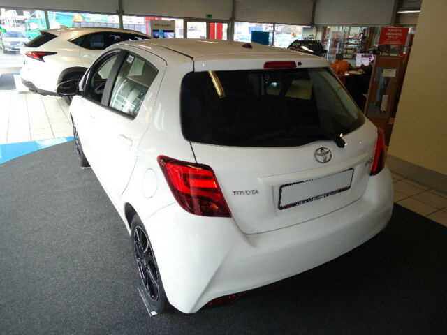 Toyota Yaris 1.33 VVT-i Lounge, Jahr 2015, Benzin