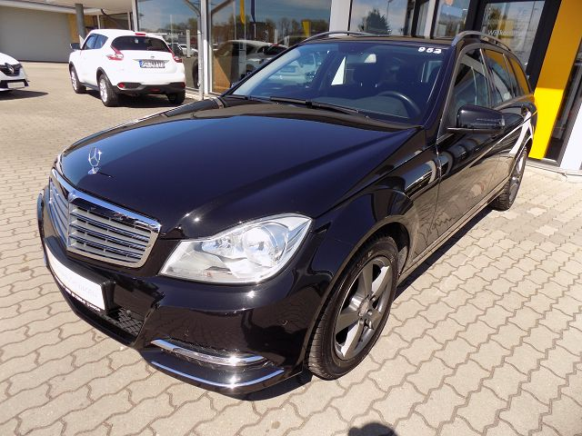 Mercedes-Benz C 180 T (BlueEFFICIENCY) Elegance, Jahr 2014, Benzin