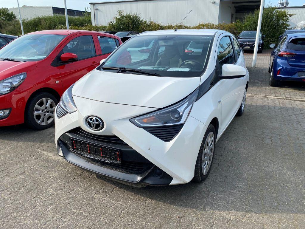 Toyota Aygo x-play Klima Bluetooth LED TFL, Jahr 2018, Benzin