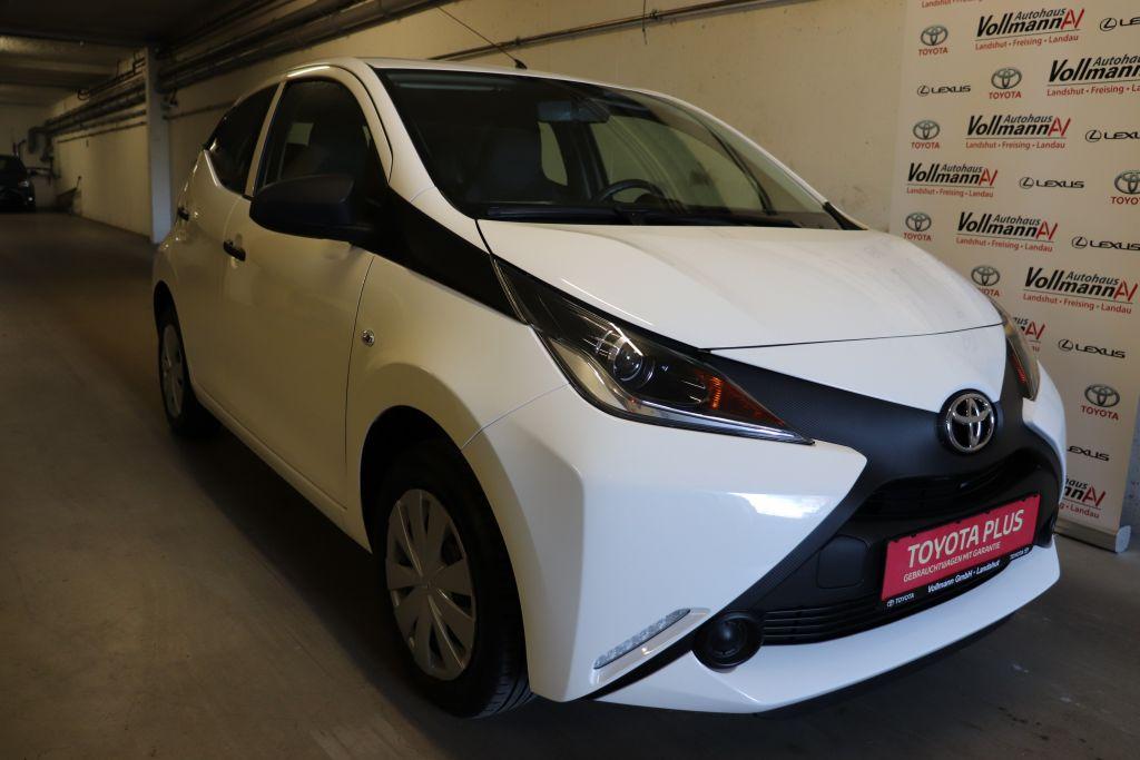 Toyota Aygo x, Jahr 2017, Benzin