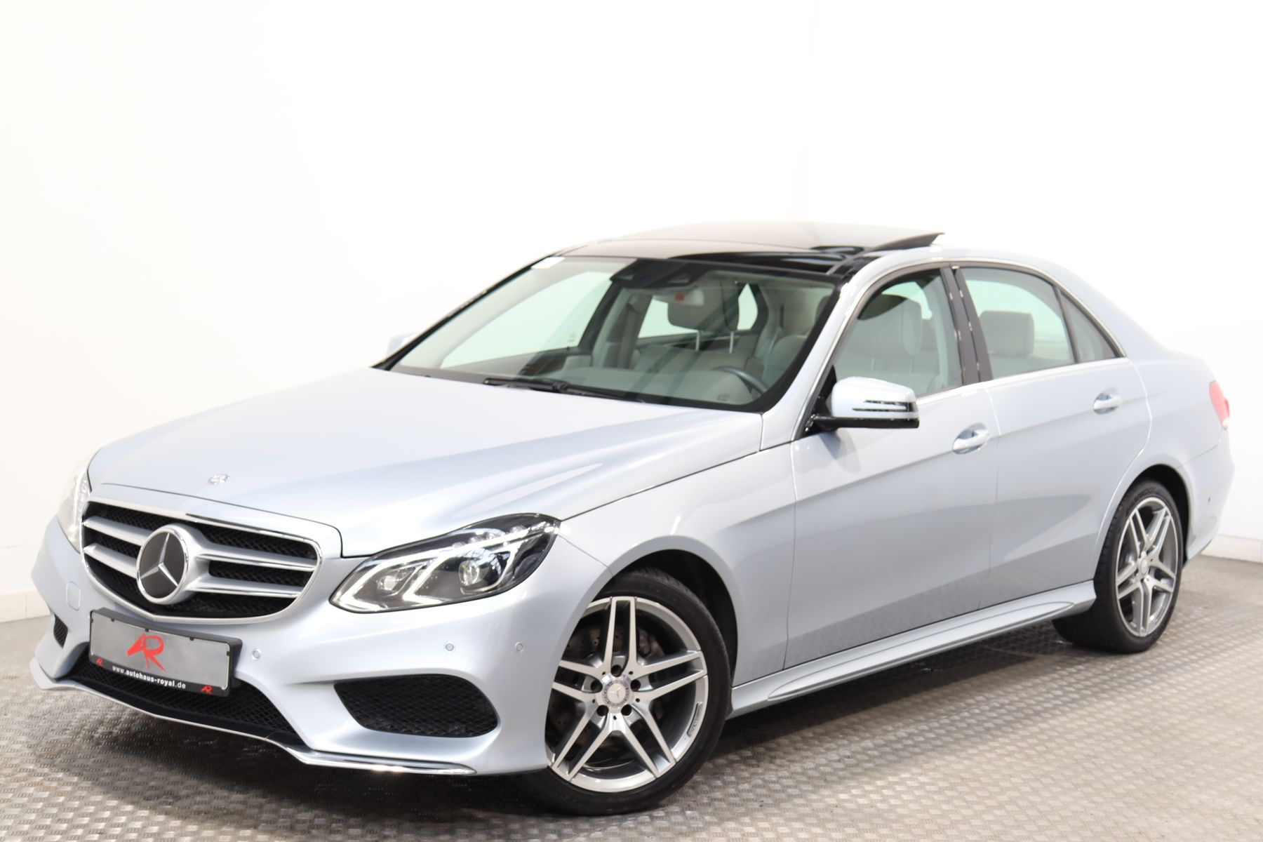 Mercedes-Benz E 300 BT AMG ILS,PANO,HARMAN/K,DISTRO,MASSAGE, Jahr 2013, Diesel