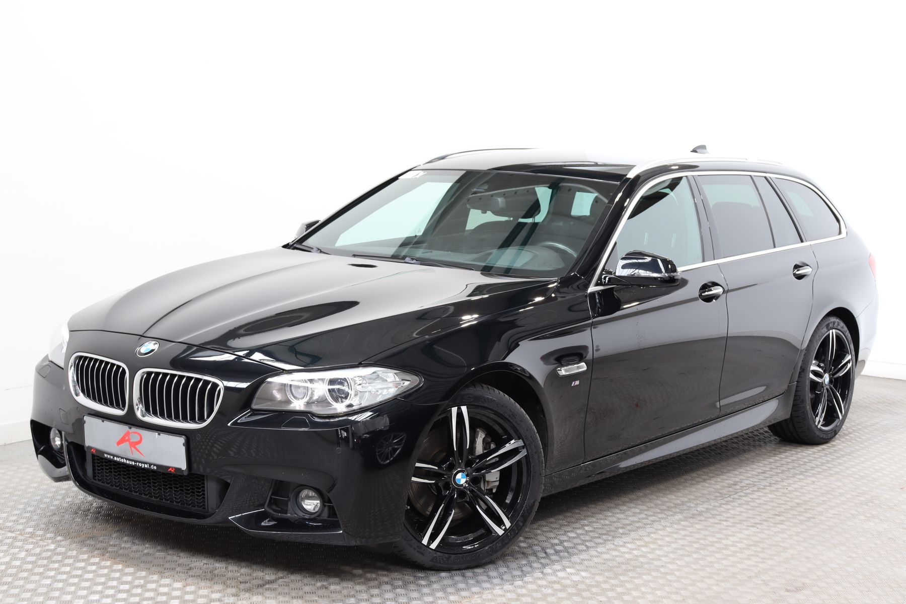 BMW 525 d xDrive T SAG M SPORT SCHECKHEFT,HUD,19ZOLL, Jahr 2015, Diesel