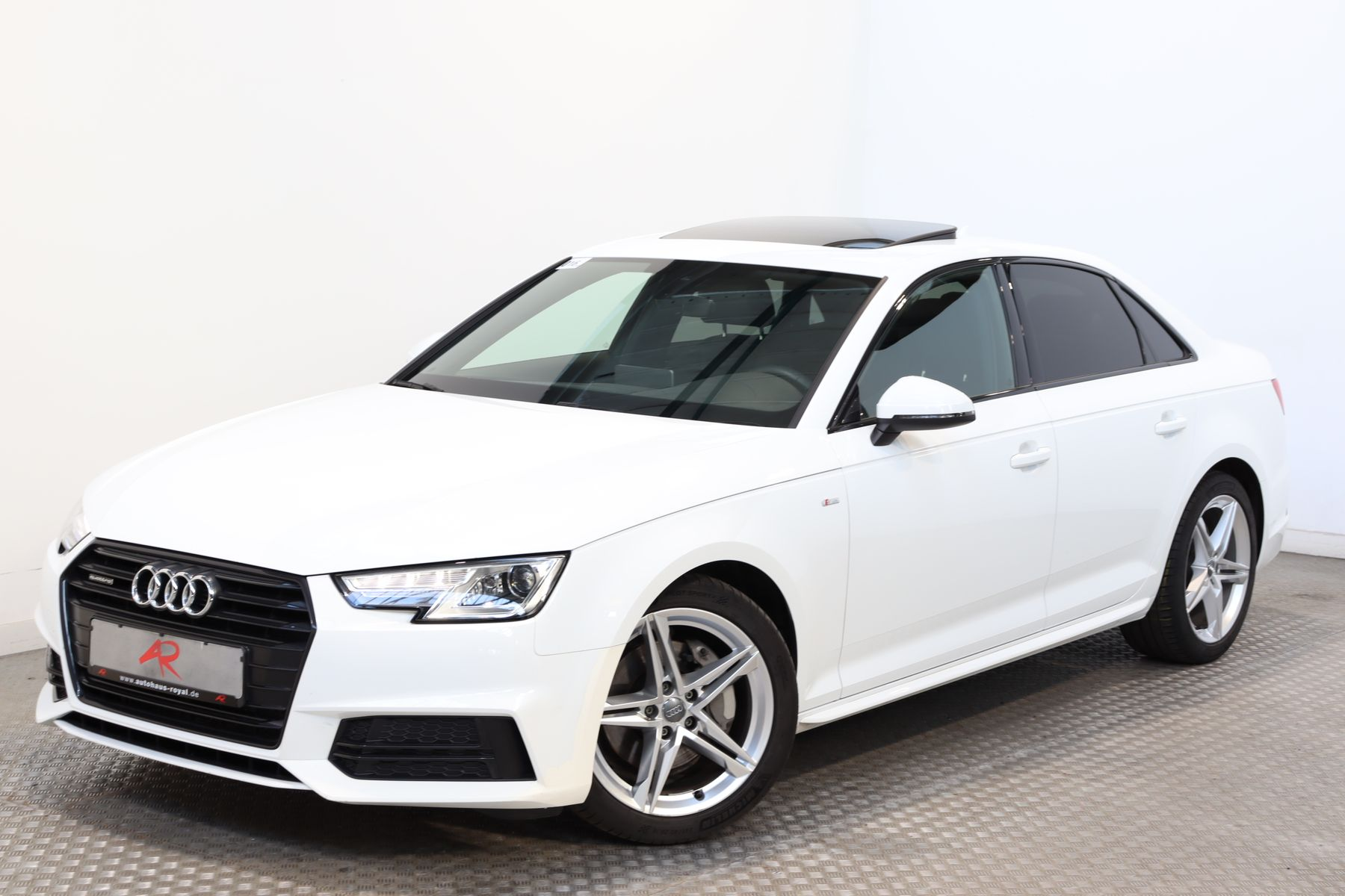 Audi A4 2.0 TDI qu 3x S LINE KEYLESS,SOUNDSYSTEM,AHK, Jahr 2017, Diesel