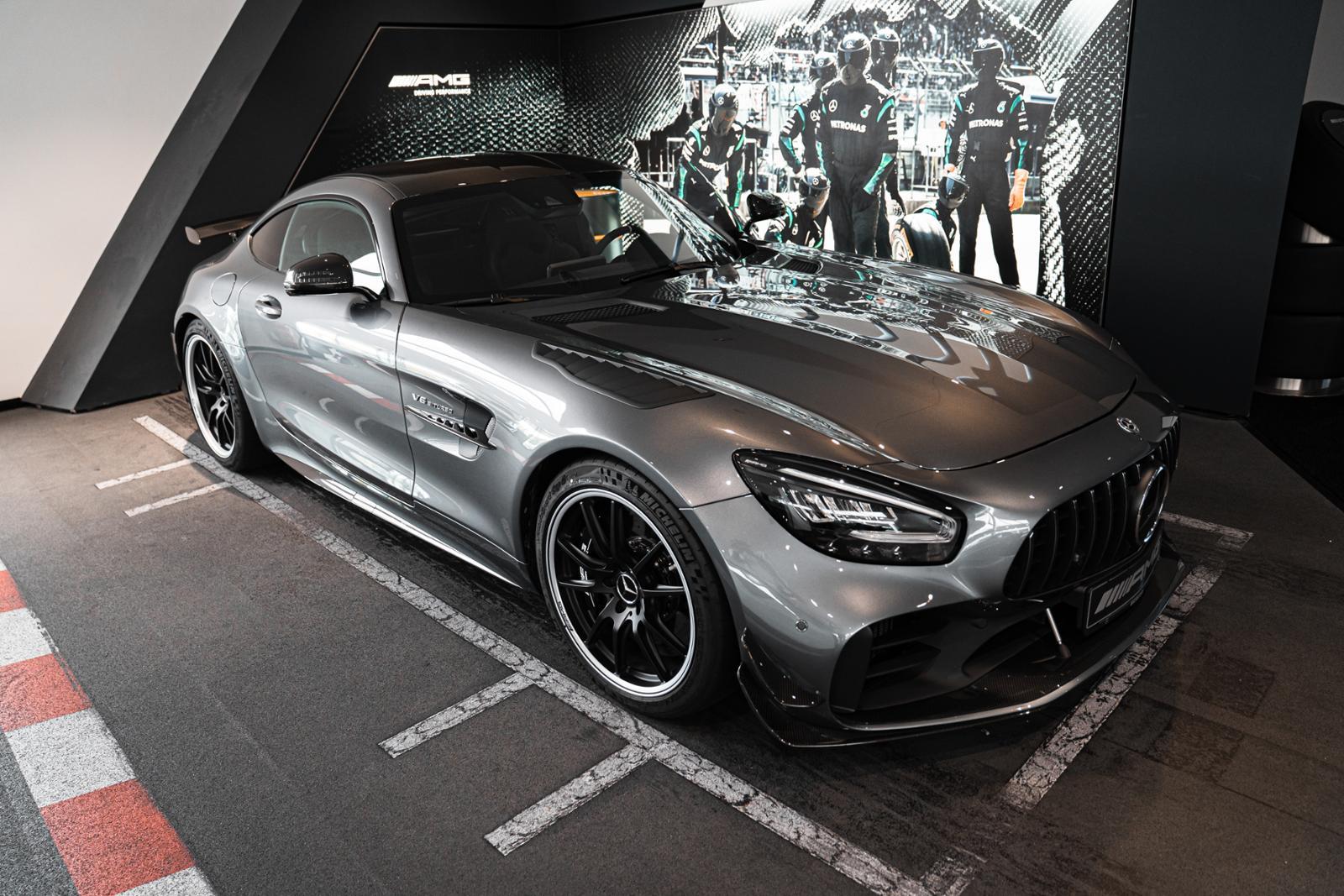 Mercedes-Benz AMG GT R PRO Designo Burmester Comand Distronic, Jahr 2020, Benzin