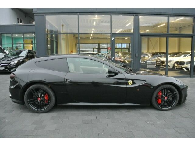 Ferrari FF V12 *KERAMIC*TV*PANORAMA*Maintenance*VOLL*, Jahr 2013, petrol