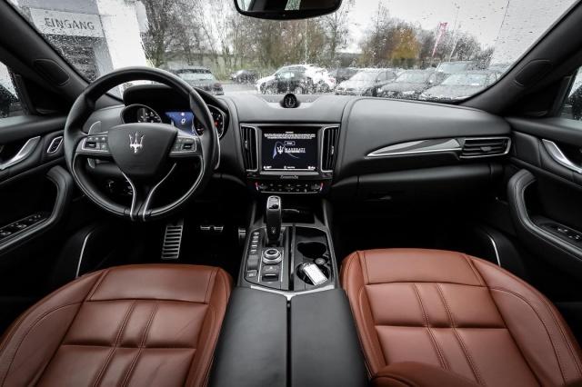 Maserati Levante Q4 GranSport LEDMatrix Pano Highway 360, Jahr 2018, Benzin