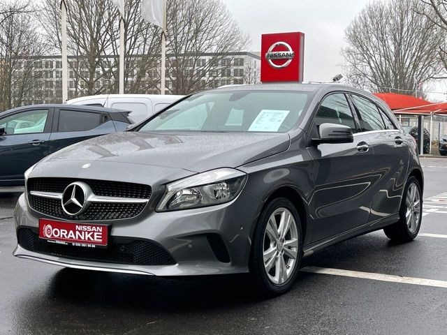 Mercedes-Benz A 180 A -Klasse A 180BlueEfficiency Navi/Alu/PDC, Jahr 2015, Benzin