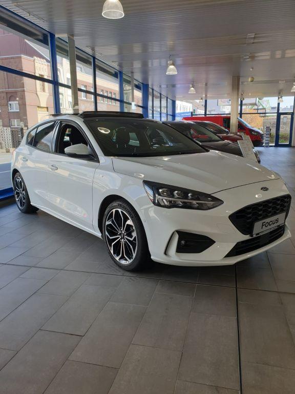 Ford Focus 1.5 EcoBoost Start-Stopp-System Aut. ST-LINE, Jahr 2021, Benzin