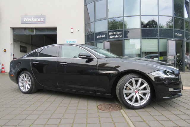 Jaguar XJ 3.0 V6 Premium Luxury Pano/Led/Euro6/Keyless/, Jahr 2017, Diesel