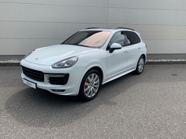 Porsche Cayenne GTS NAVI PANO LUFTFEDERUNG BOSE, Jahr 2015, Benzin