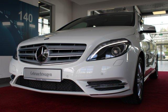 Mercedes-Benz B 180 Xenon+Navi+Sitzhzg+Park-Assist.+Klima/R-CD, Jahr 2014, Benzin