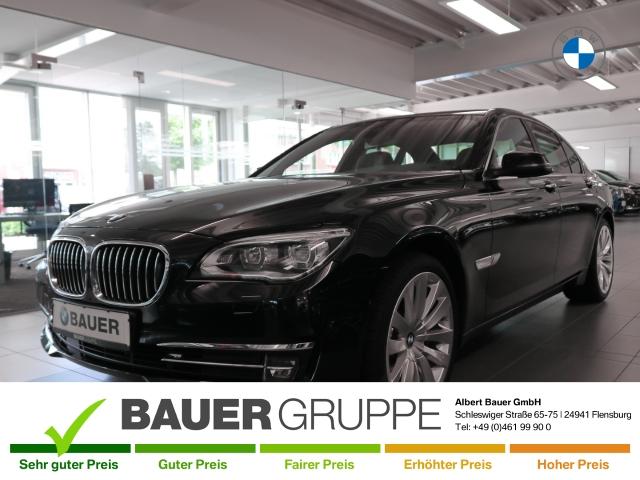 BMW 740 d xDrive Limousine Leder LED StandHZG Kurvenlicht HUD Rückfahrkam. Fernlichtass. Holzausst., Jahr 2014, Diesel