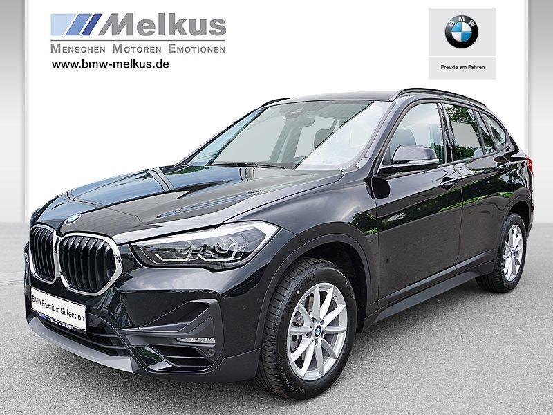 BMW X1 sDrive18i Advantage DAB LED RFK Navi Shz PDC, Jahr 2020, Benzin