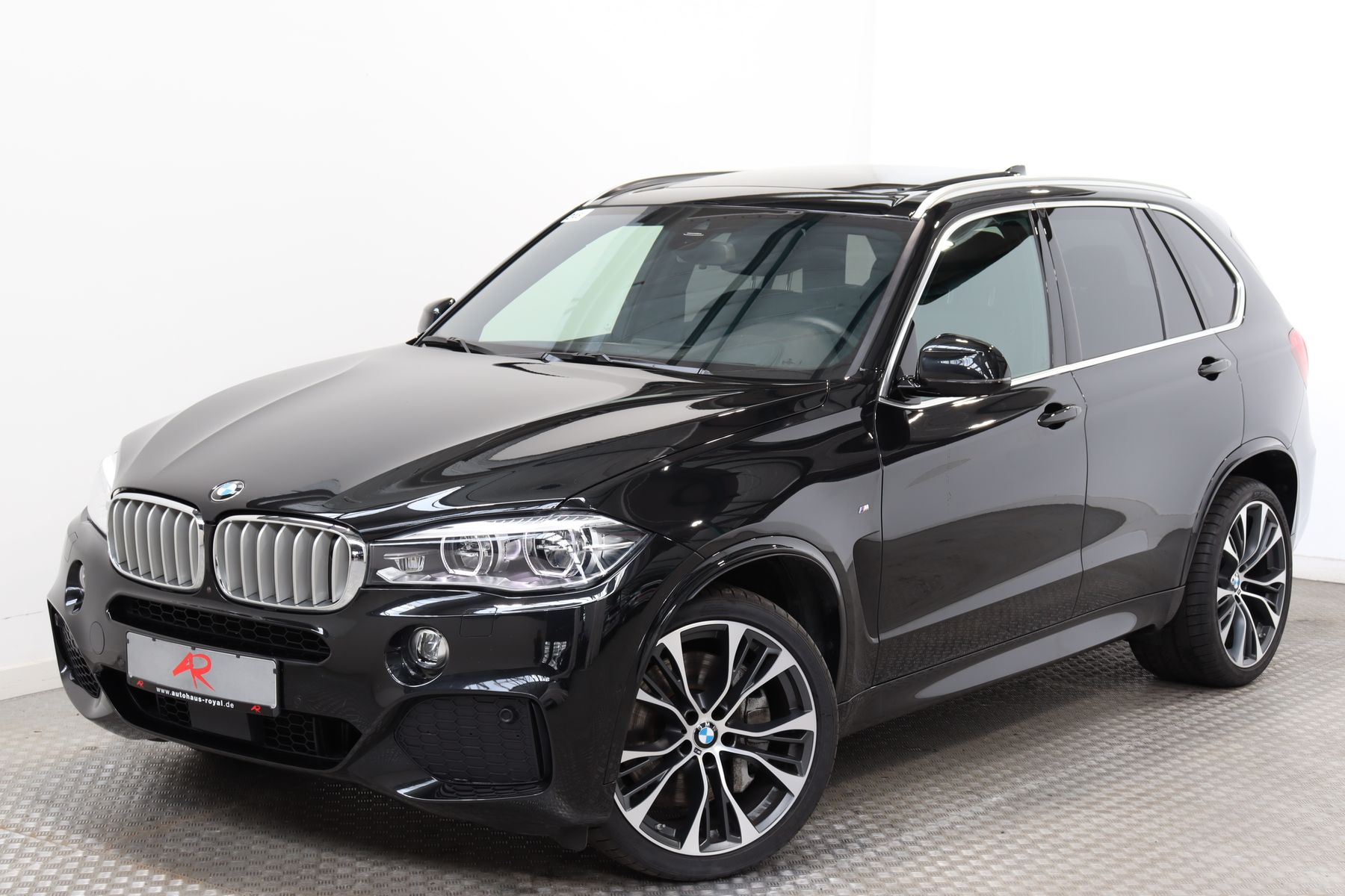 BMW X5 xDrive50i M SPORT BANG+O HIGH END,NIGHTVISION, Jahr 2018, Benzin