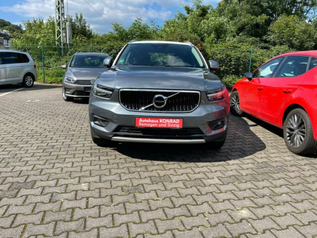 Volvo XC40 Momentum 2WD, Jahr 2018, Benzin