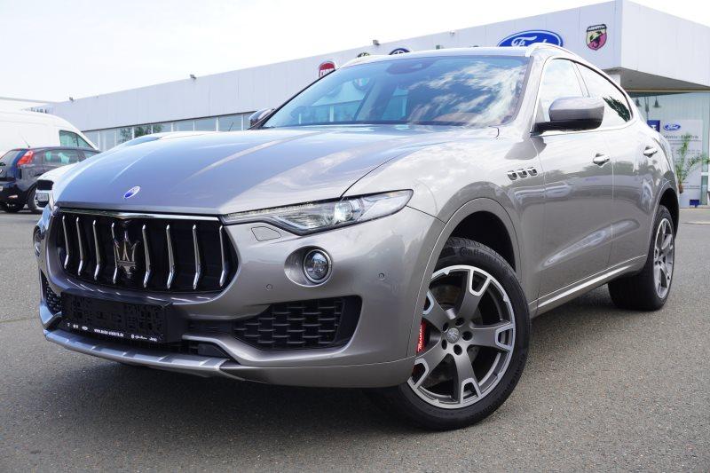 Maserati Levante S Q4 3.0 V6 LEDER PANO RFK NAVI SHZ, Jahr 2017, Benzin