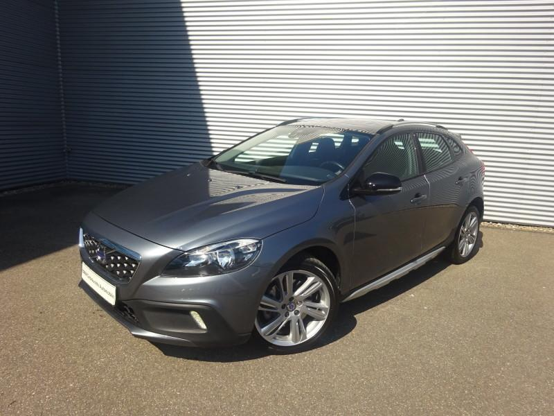 Volvo V40 Cross Country D3 Geartronic Momentum Panoramadach Bluetooth PDC MP3 Schn. Klima, Jahr 2015, Diesel