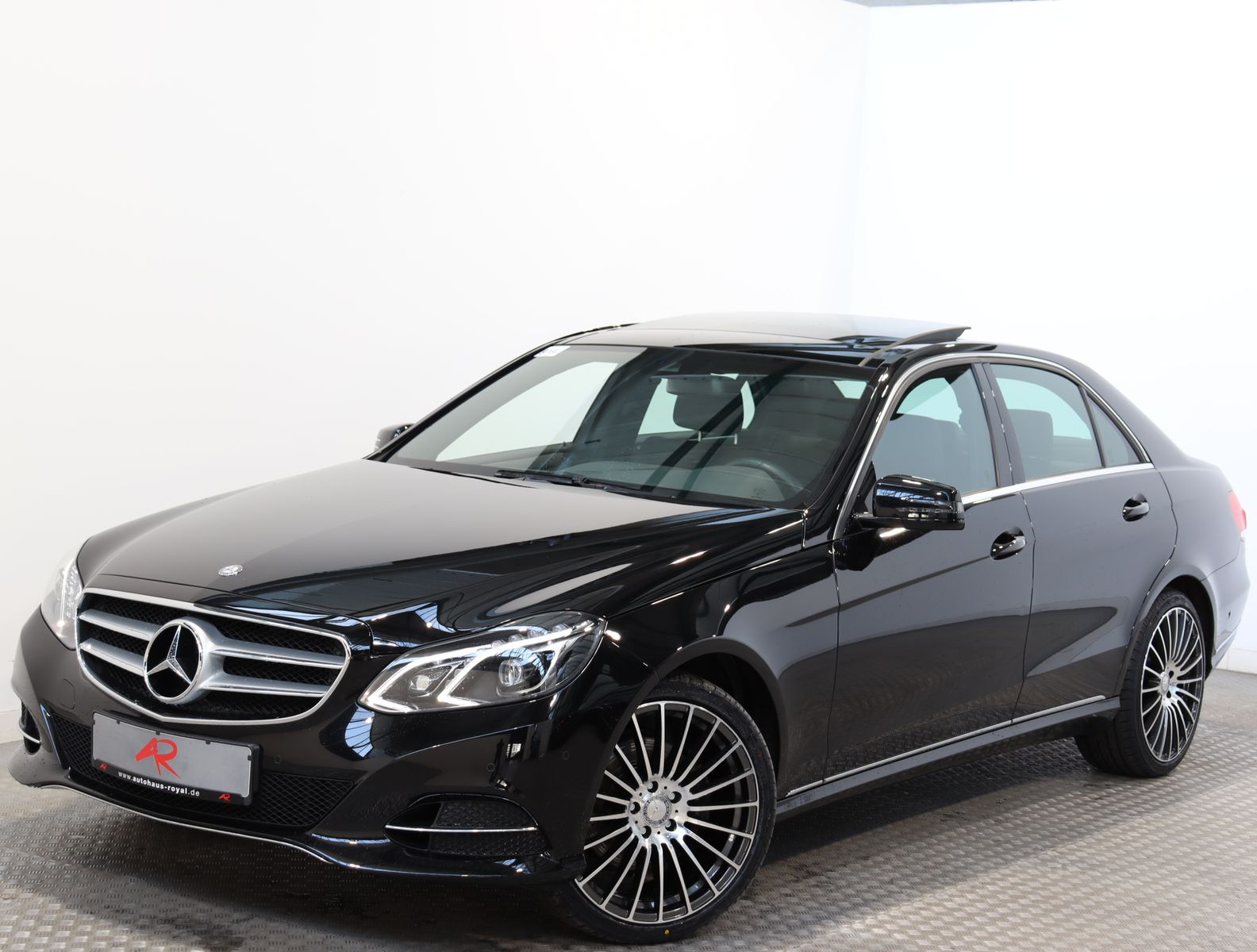 Mercedes-Benz E 300 4M AMG 19Z.,AIRMATIC,PANORAMA,COMAND,LED, Jahr 2014, Benzin
