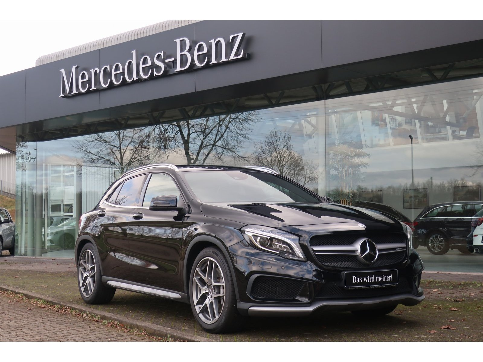 Mercedes-Benz GLA 45 AMG 4Matic|Distronic|Comand|ILS|Panodach, Jahr 2015, Benzin