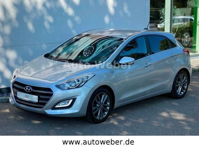 Hyundai i30 Passion NAVI KAMERA 1a Scheckheft 1 Hand, Jahr 2016, Diesel