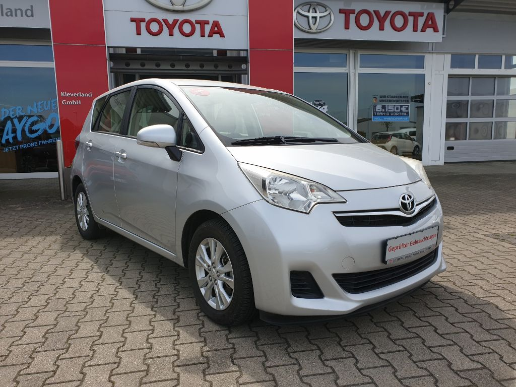 Toyota Verso S 1.33 VVT-i Life / Standheizung, Jahr 2013, petrol