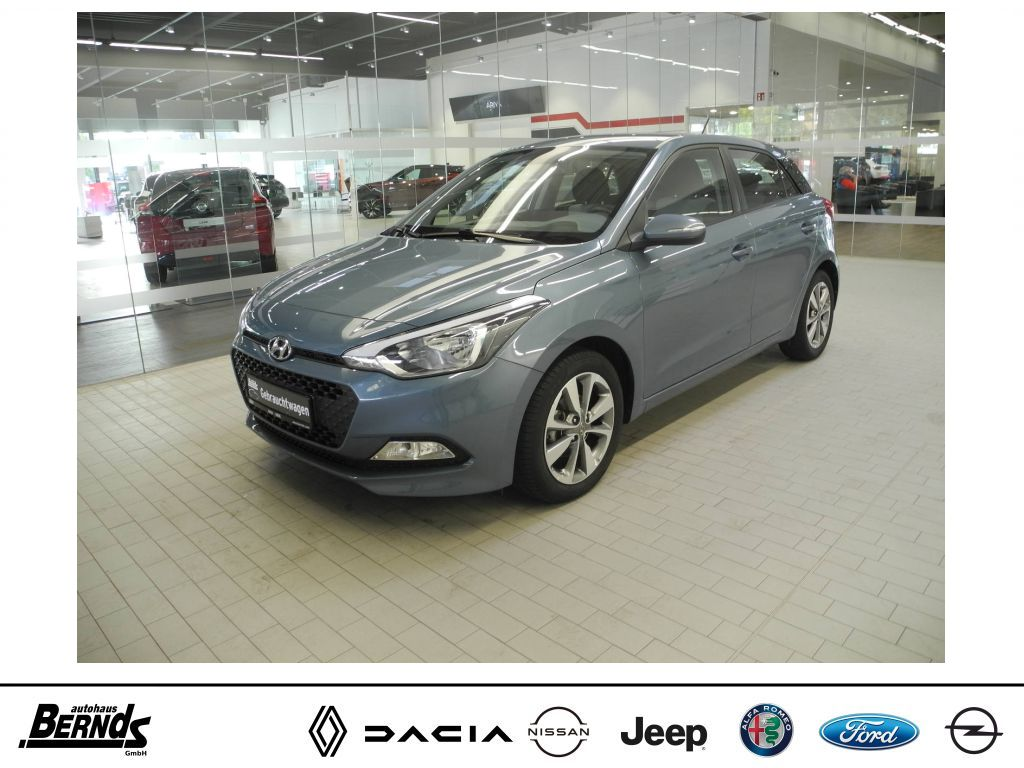 Hyundai i20 1.4 Trend KLIMA SITZHEIZ. BEH. LENKRAD BC, Jahr 2015, Benzin
