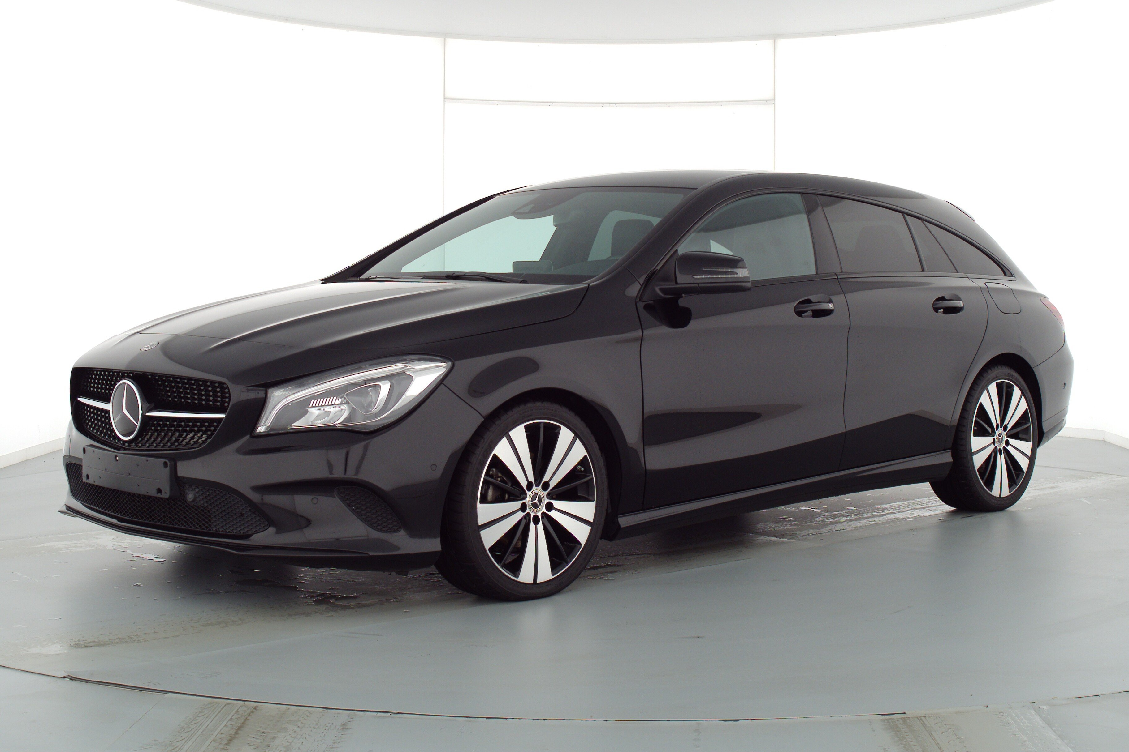 Mercedes-Benz CLA 200 Shooting Brake Urban 2.1 d 100kW 7-Gang 7G-DCT, Jahr 2018, Diesel