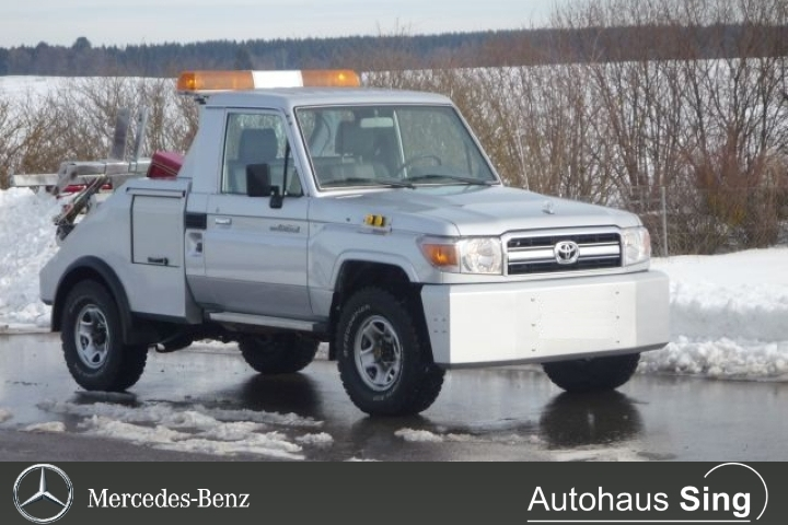 Toyota Land Cruiser GRJ79 SingleCab Abschleppwagen, Jahr 2017, petrol