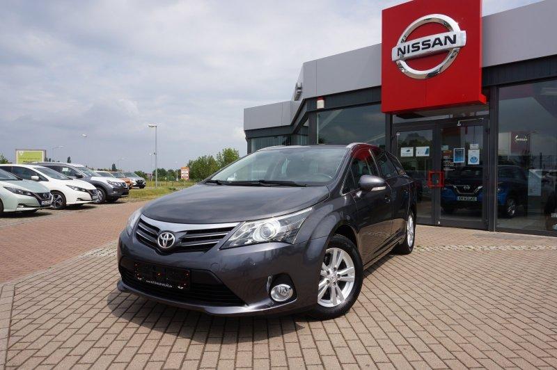 Toyota AVENSIS COMBI 1.8 LIFE/SITZHZG/NAVI/KAMERA, Jahr 2013, Benzin