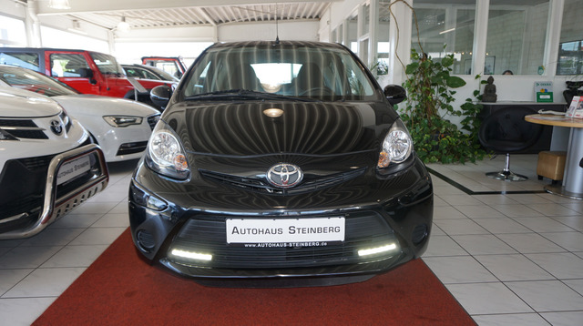 Toyota Aygo AUTOMATIK+EINPARKHILFE+KLIMA, Jahr 2013, Benzin