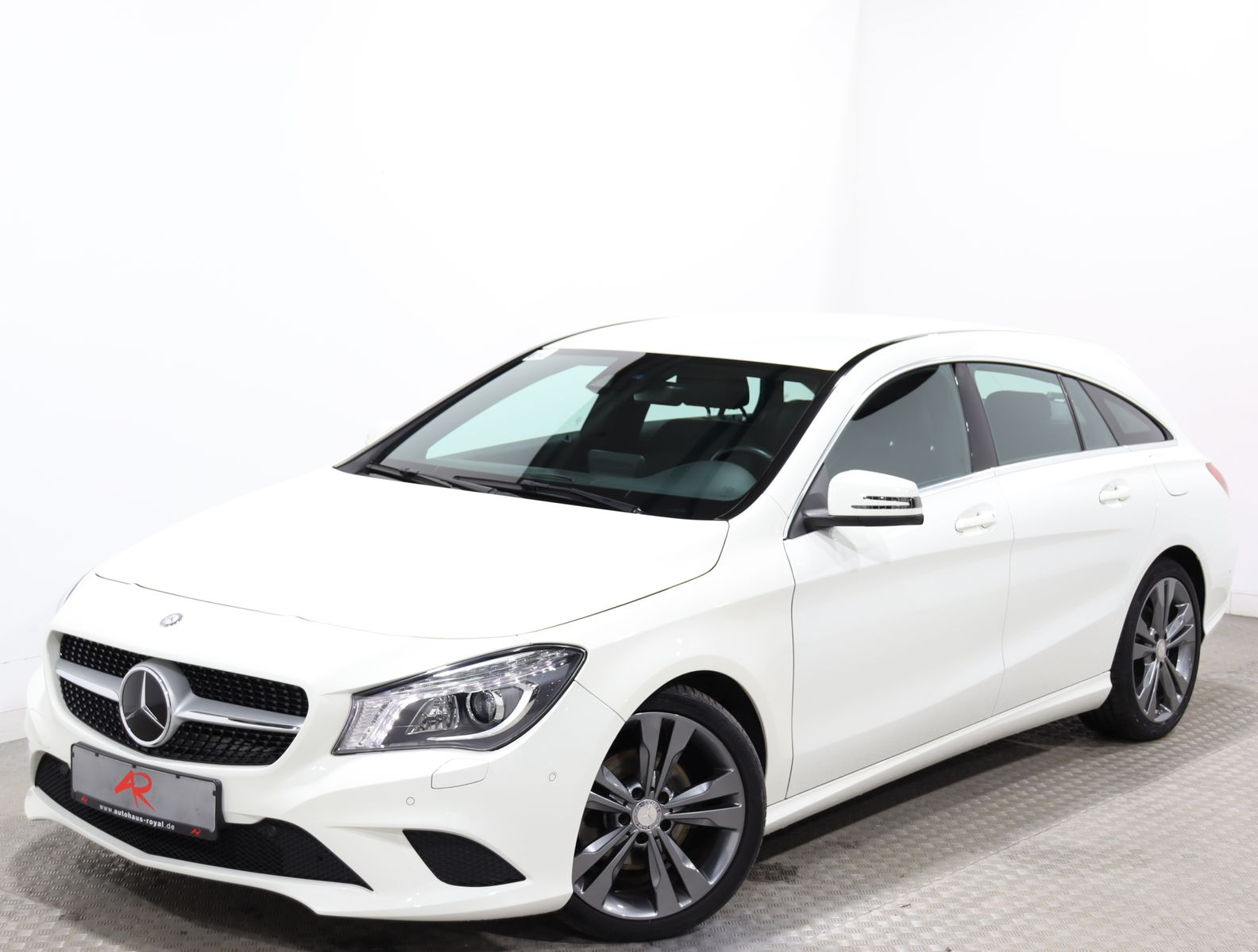Mercedes-Benz CLA 200 Shooting Brake URBAN DISTRO,DIAMANTGRILL, Jahr 2015, Benzin