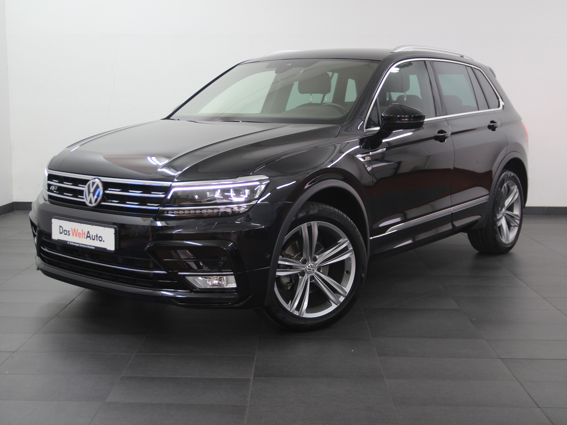 Volkswagen Tiguan Highline TDI R-LINE LEDER AHK ab 2,99%, Jahr 2017, Diesel