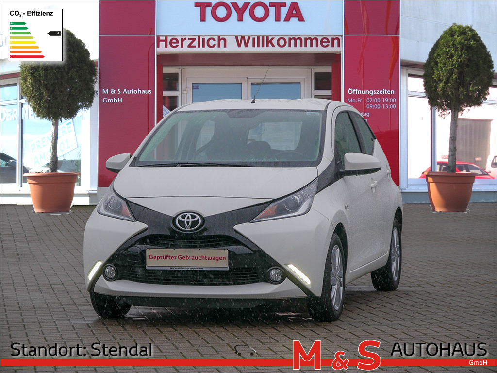 Toyota AYGO 1.0 x-play touch, Jahr 2017, Benzin