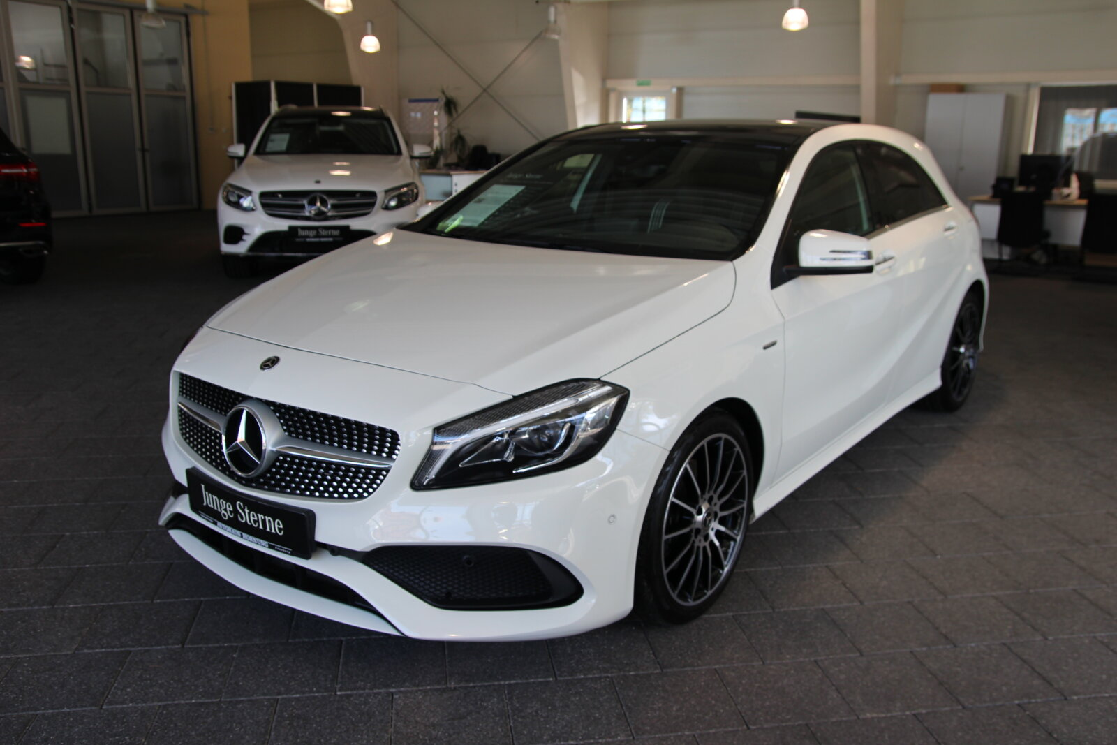 Mercedes-Benz A 220 d 4M AMG Line/Pano/LED/Kamera/Ambiente, Jahr 2017, Diesel