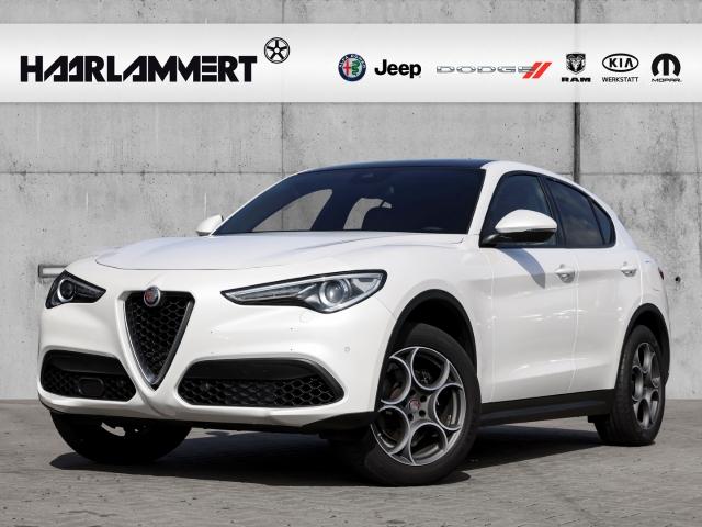 Alfa Romeo Stelvio Super Q4 2.0l+LEDER+SHZ+PDC+NAVI+ALLRAD, Jahr 2018, Benzin