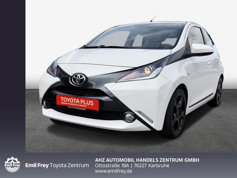 Toyota Aygo x-play touch, Jahr 2015, Benzin