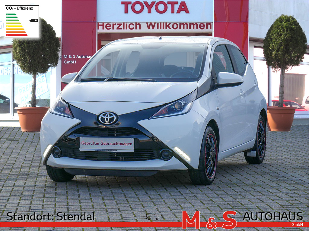Toyota AYGO 1.0 x-play, Jahr 2017, Benzin