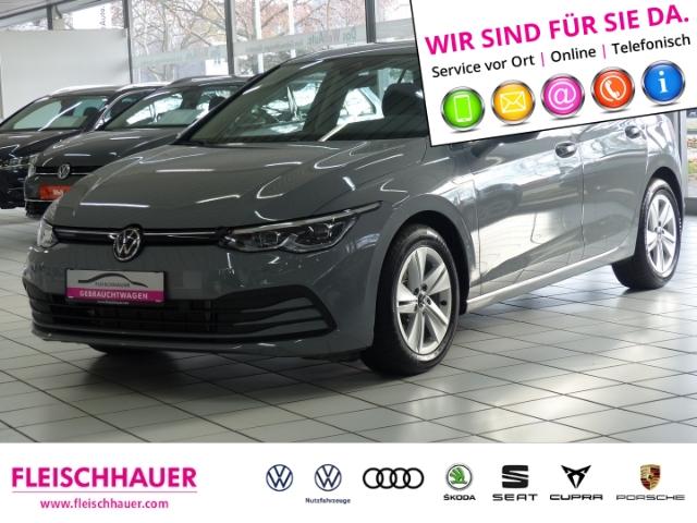 Volkswagen Golf VIII Life 2.0 TDI NAVIGATION TELEFON, Jahr 2019, Benzin