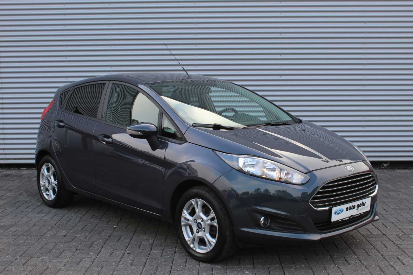 Ford Fiesta Champions Edition *KLIMA*PDC*WINTER-PKT*, Jahr 2013, petrol