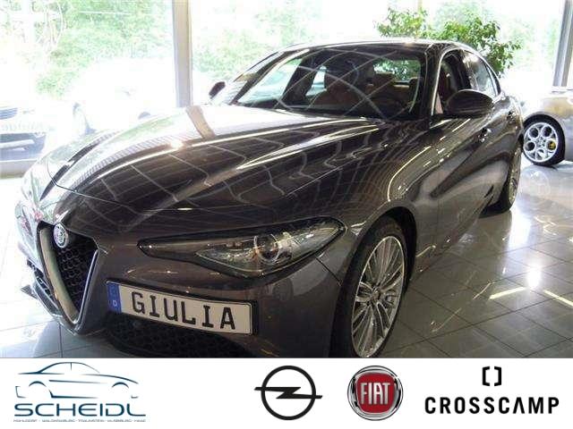Alfa Romeo Giulia Super 2.2 JTDM Leder Navi Dyn. Kurvenlicht Rückfahrkam. Fernlichtass. PDCv+h, Jahr 2016, Diesel