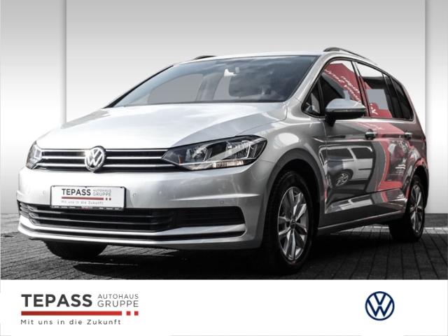 Volkswagen Touran 1.5 TSI Comfortline OPF Navi Bluet. AHK 7 Sitze Ganzjahresreifen, Jahr 2019, Benzin